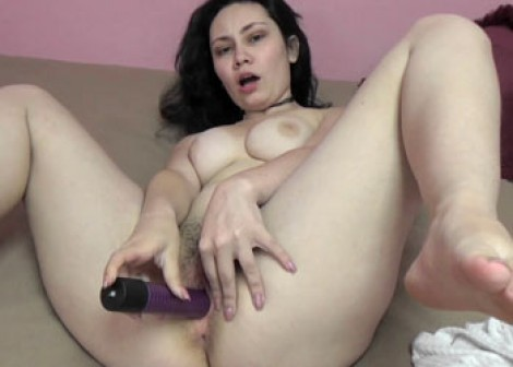 Lenna Lux is fucking her juicy teen muff