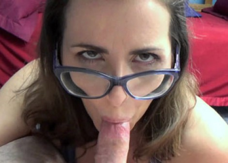 Brunette MILF Helena goes down on a dick