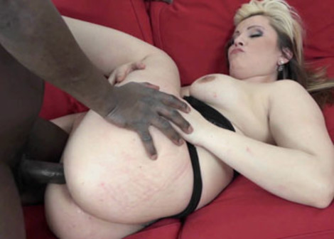 Curvy wife Kika pounds a big black cock